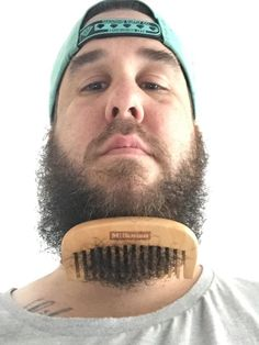 is it better to comb or brush your beard