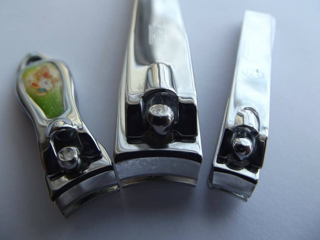 how to sharpen nail clippers with tin foil