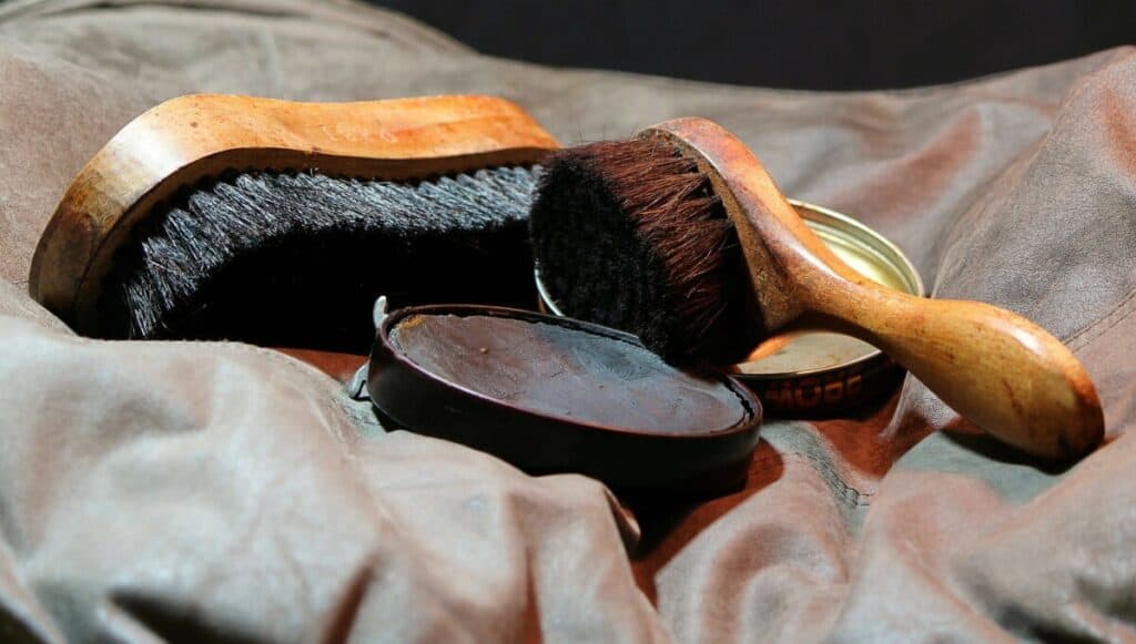 How to Use Kiwi Shoe Polish
