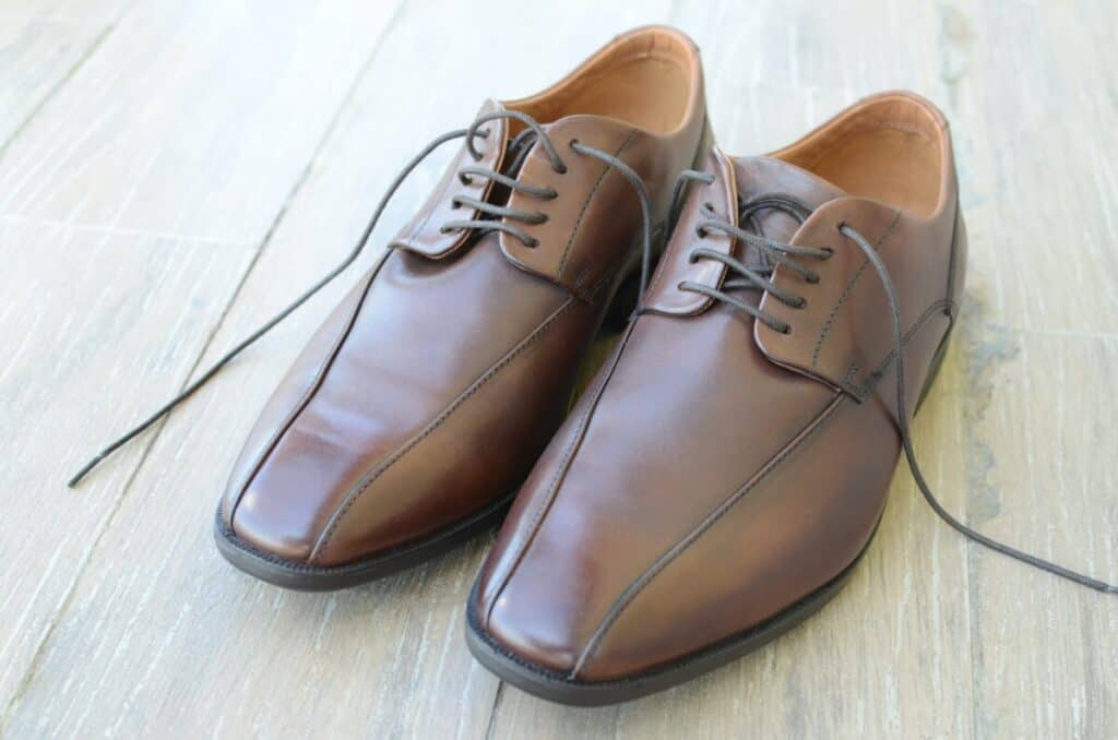 Can I Wear Brown Shoes With A Black Shirt