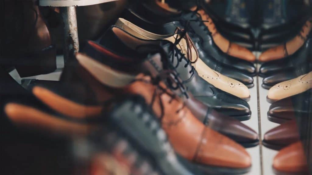 How to fix peeling leather shoes