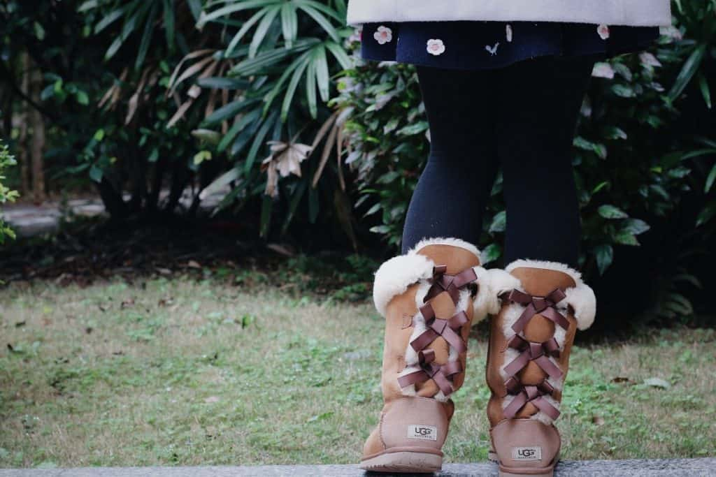 Are you supposed to wear socks with uggs