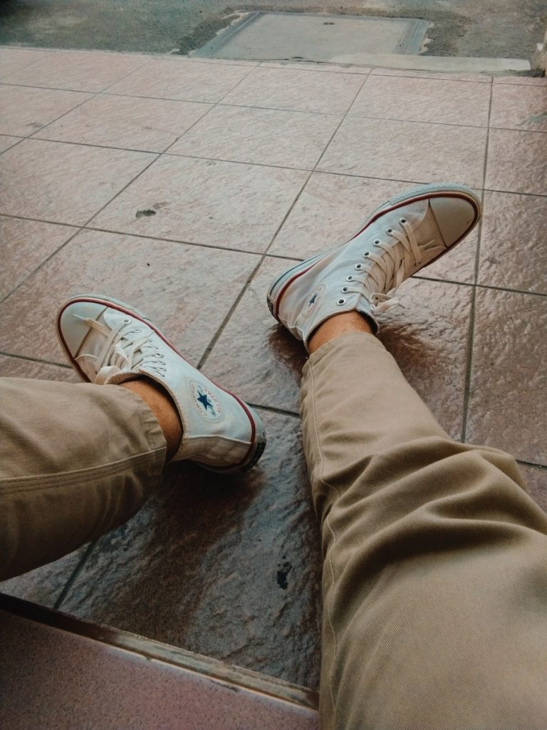 What color shoes go with dark brown pants