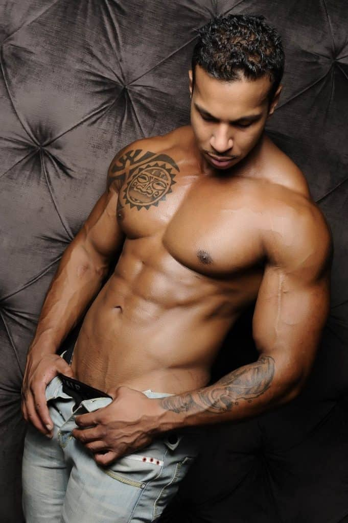 how much do male strippers earn