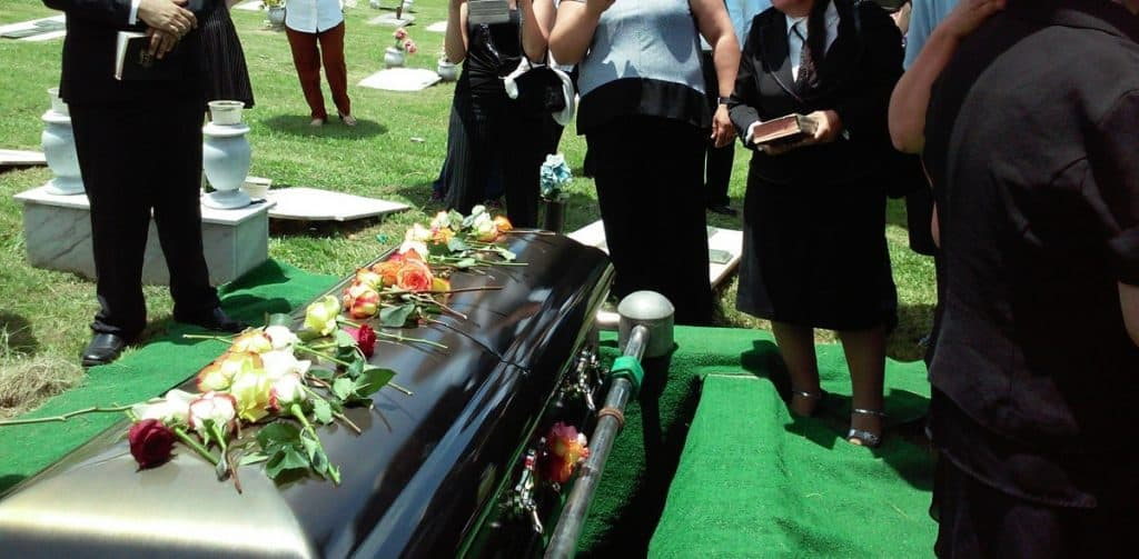 What should you not wear to a funeral