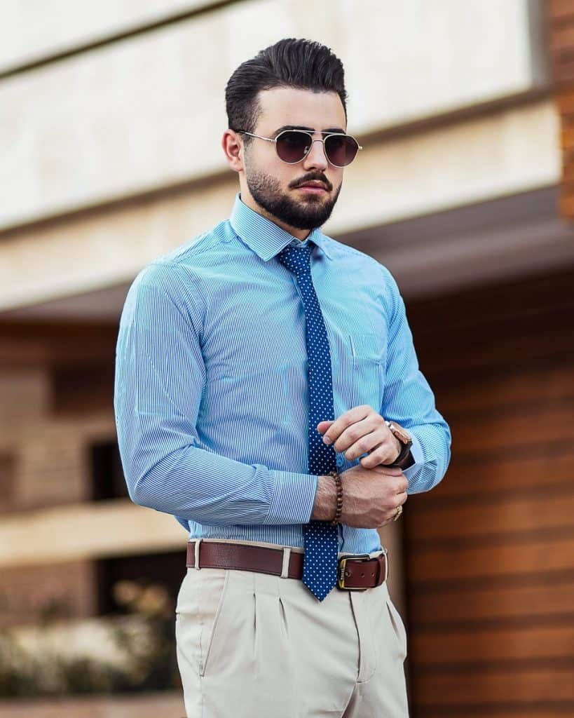 do you have to tuck in your shirt for business casual