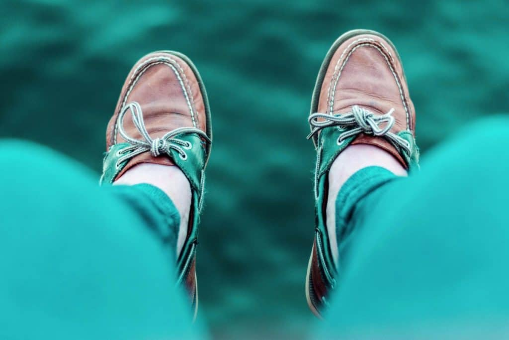do you wear socks with sperry boat shoes